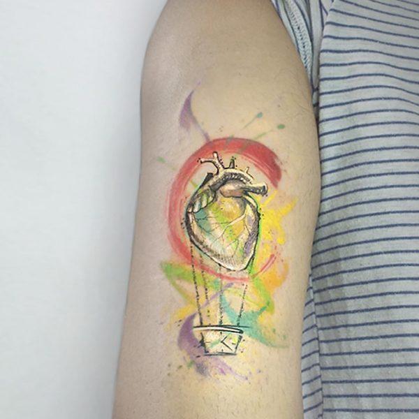MIrko-Pugliese-tattoo-atelier-taranto-tatiaggi-puglia-valle-itria-cuore-mongolfiera-watercolor-lettera-braccio-uomo