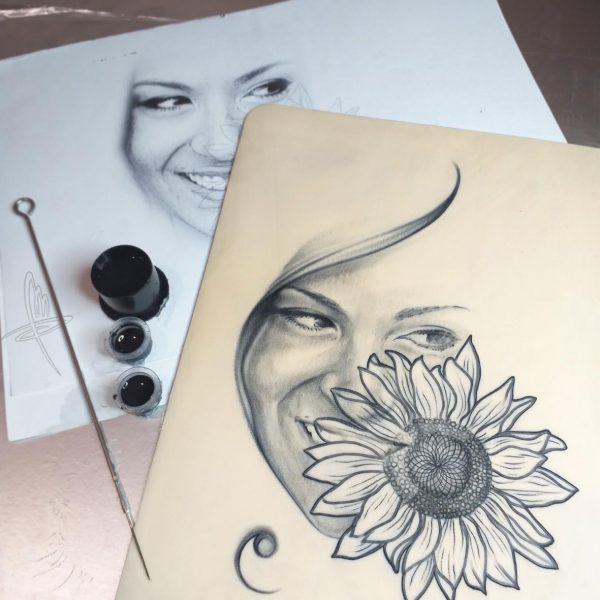 Mirko Pugliese Tattoo Atelier-italia-taranto-valle-d'itria-crispiano-europa-protrait-ritratto-sunfower-music-chiave-di-violino-relistic-pelle-sintetica