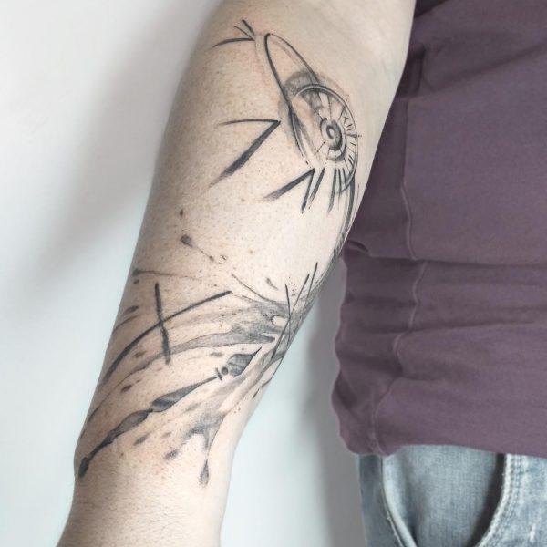 tattoo-atelier-taranto-crispiano -valle-d'itria-tatuaggi-artistici-black-gray- tattooartist-a-mano-libera-tattooart-cronos-tempo-orologio-saturno-braccio