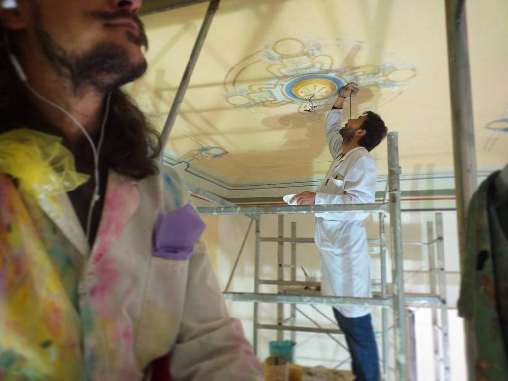 lavoro di restauro, realizzazione di affreschi e dipinti decorativi a Taranto.
